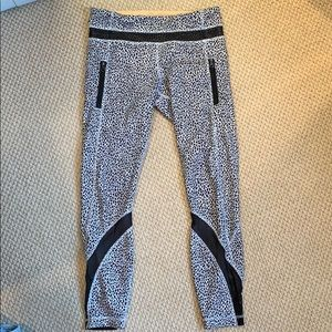 lulu lemon b&w print leggings